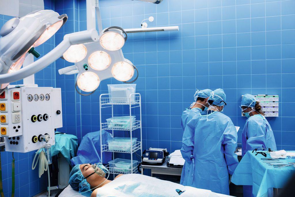 opm-pierwsza-w-polsce-operacja-wszczepienia-czesciowej-protezy