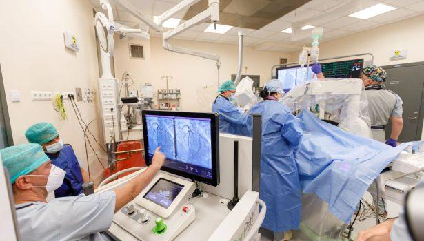opm-dlaszpitali-robot-corindus-przelom-w-kardiologii-inwazyjnej