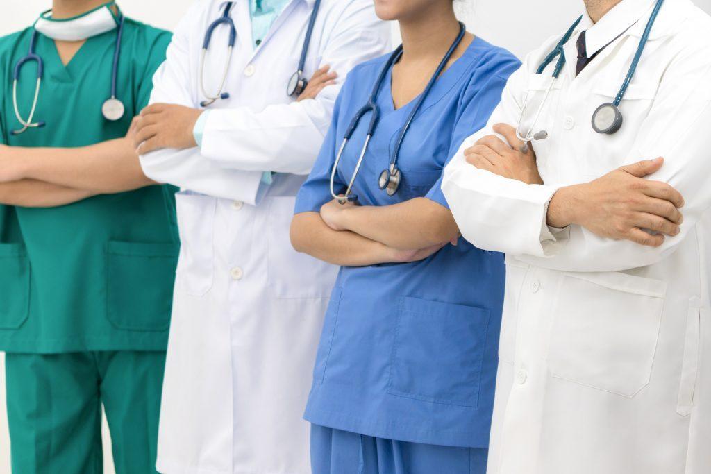 opm-dlaszpitali-protest-medykow-przeszedl-ulicami-warszawy