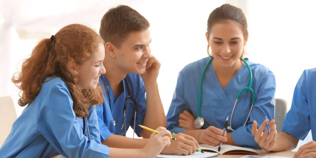 opm-dlaszpitali-medicover-wspolpracuje-z-uczelnia-lazarskiego
